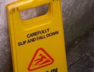 Carefully Slip and Fall Down สำนวนภาษาอังกฤษ